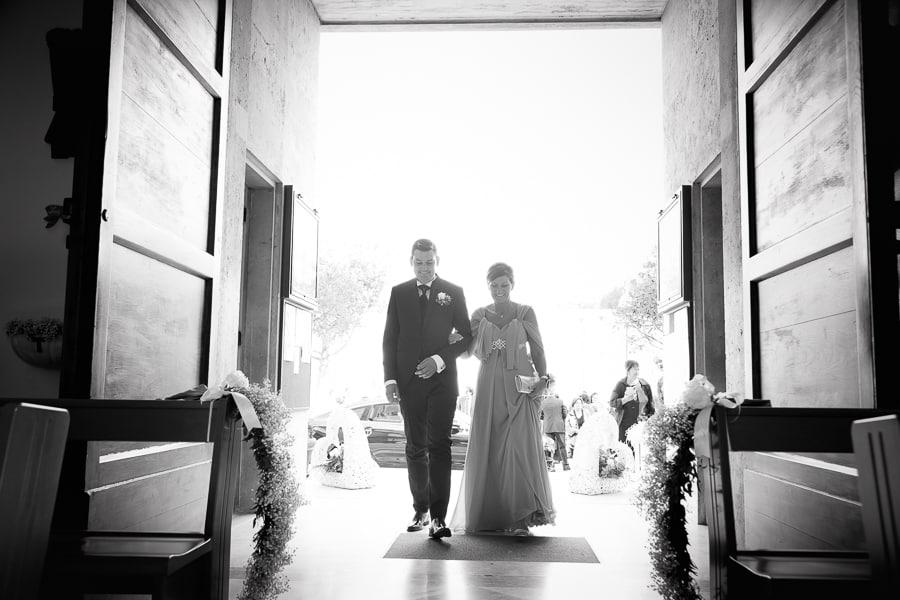 ingresso in chiesa sposo