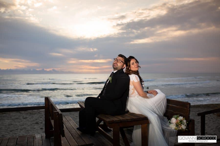 sposi al tramonto mare sabaudia
