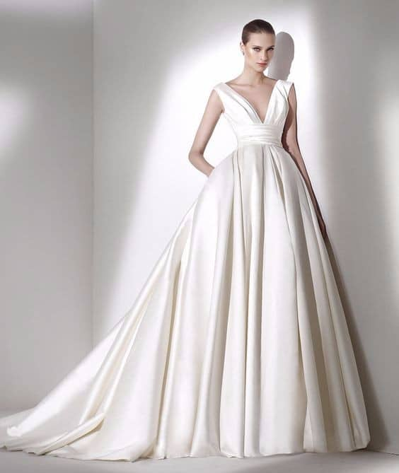 abito da sposa scivolato e principessa.